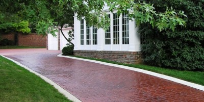 Residential-stamped-concrete-driveway-with-brick-stencil-pattern.-Decorative-stamped-concrete-contractor.-EC_71